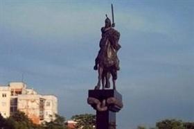 Karneval vor Khan Krum – Denkmal in Trakia – Wohnviertel