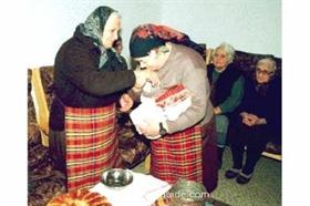 BABINDEN ( Omastag) – der Tag der alten Geburtshelferinnen